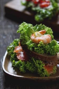 シーフードのサンドイッチ