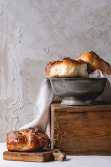 Круглый хлеб халы