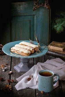 エクレアとクリスマステーブル