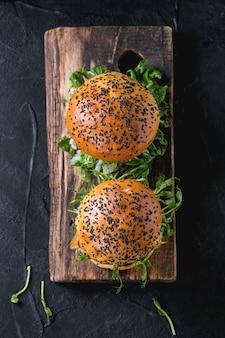 肉と野菜のハンバーガー