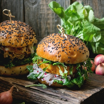 自家製サツマイモのハンバーガー