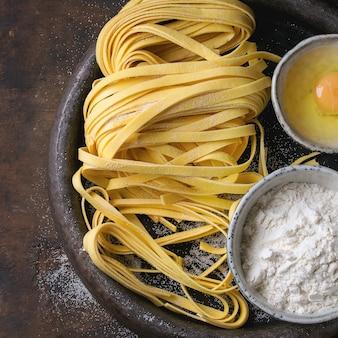 Сырье домашняя паста тальятелле