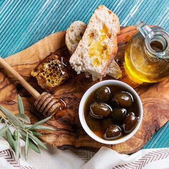 Зеленые оливки с медом