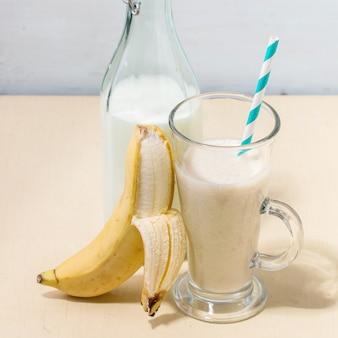 Молочно-банановый смузи