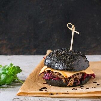 Черный бургер с рагу