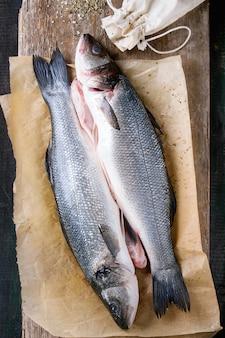 Сырая рыба сибас