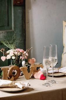 聖バレンタインの日のテーブルセッティング