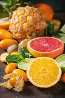 さまざまな柑橘系の果物