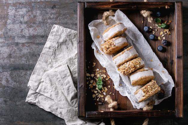 Бутерброды с мороженым в печенье