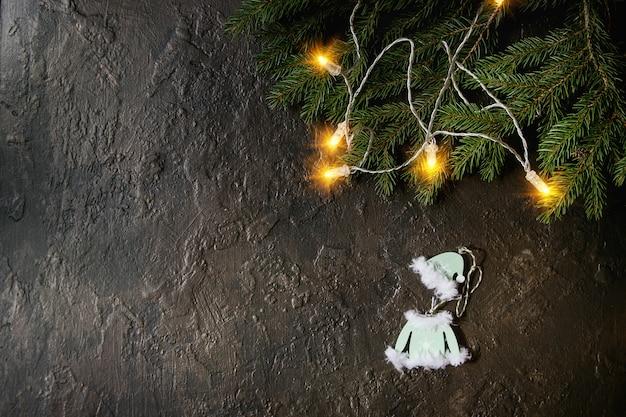 クリスマスの照明とおもちゃ
