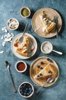 さまざまなトッピングのチーズケーキ