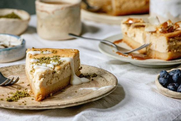 チーズケーキとトッピング