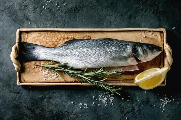 Сырая сырая рыба сибас