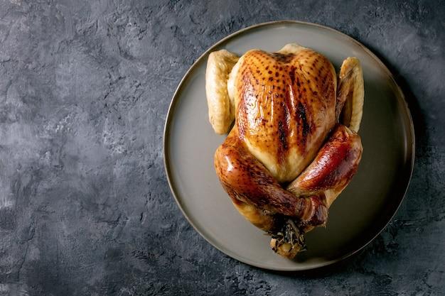 Запеченная целая курица