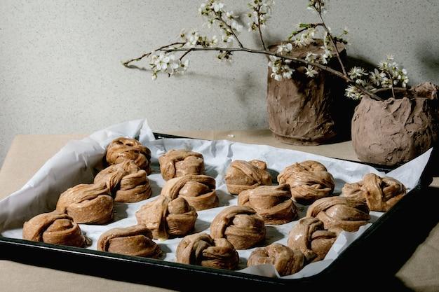 スウェーデンのシナモンの甘いパン