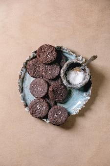 Печенье с темным шоколадом
