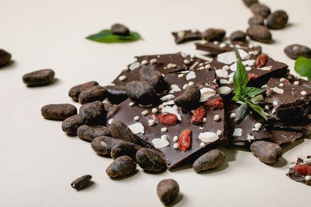 刻んだダークチョコレート