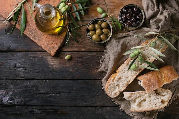 パンとオイルのオリーブ