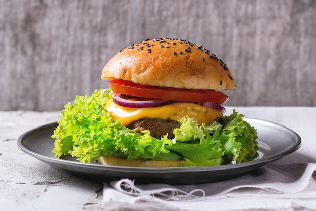自家製のハンバーガープレート