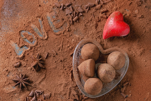 バレンタインの心を持つチョコレートトリュフ