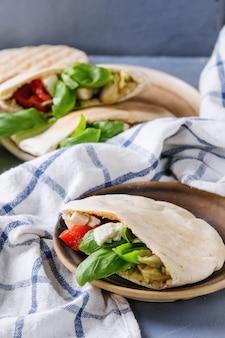 ピタパンと野菜のサンドイッチ