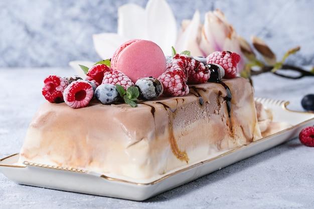 三層アイスクリームケーキ