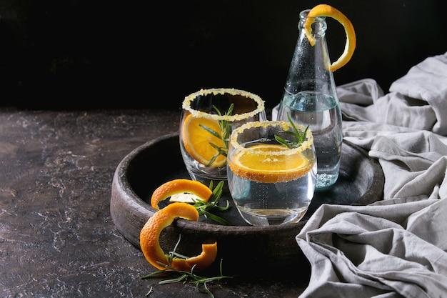 トニックカクテル、ローズマリーとオレンジ