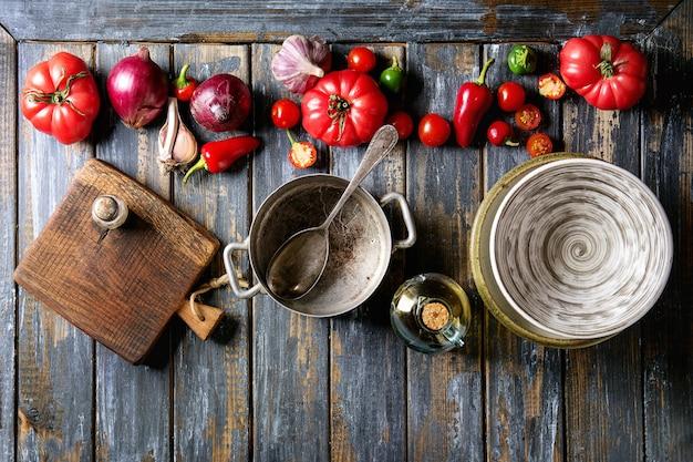 Овощи с посудой китчен