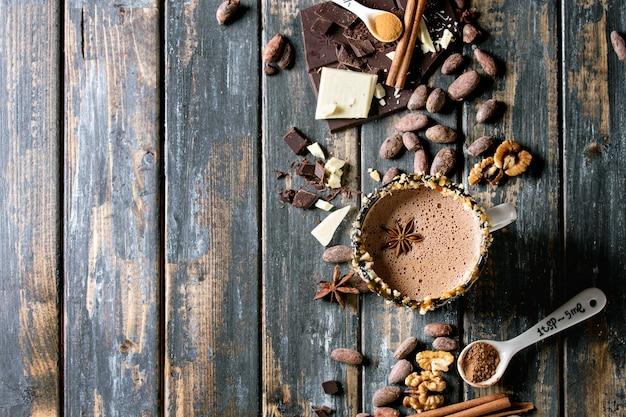 ホットチョコレートのマグカップ