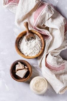 パンを焼くためのサワードウ