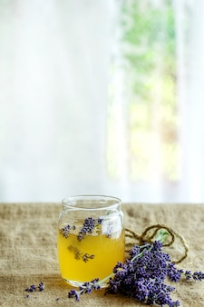 ラベンダー風味の蜂蜜と砂糖