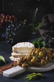 チーズとぶどう