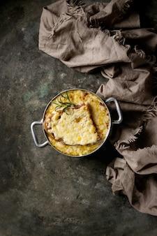 伝統的な玉ねぎスープ