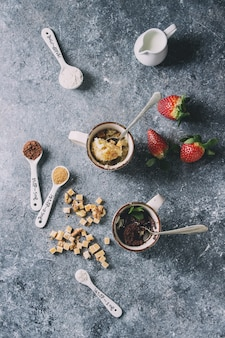Шоколадно-ванильные пирожные
