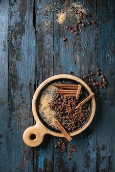 Кофе в зернах и специи