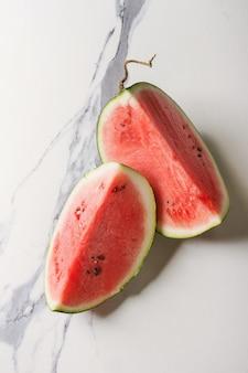 Спелый арбуз нарезанный