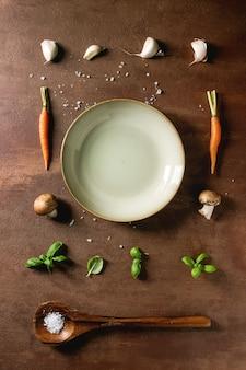 Кухонные травы и морковь