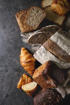 焼きたてのパン各種