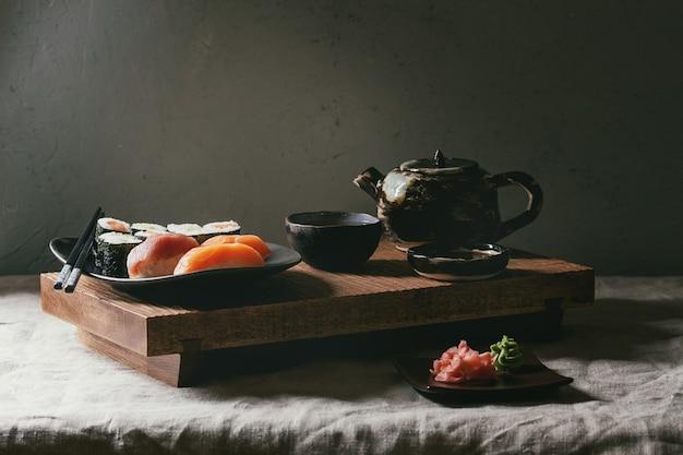 Суши-сет нигири и суши-роллы