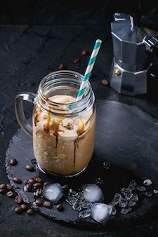 アイスコーヒーとクリーム