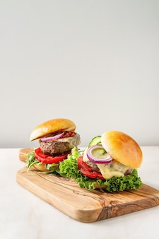 自家製ハンバーグ、牛肉
