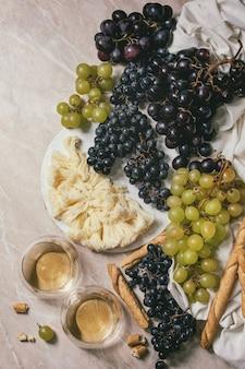 チーズ、ブドウ、ワイン