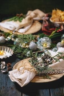 クリスマスまたは新年のテーブル設定