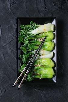ゴマと調理チンゲン菜