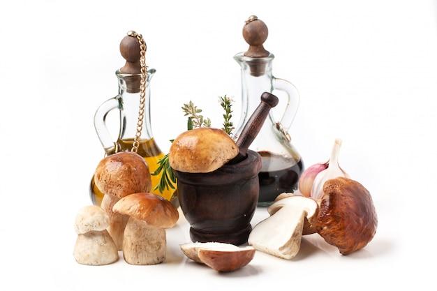 Белые грибы с оливковым маслом и уксусом