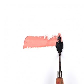 ピンクを塗る白い背景に分離された絵画パレットナイフ