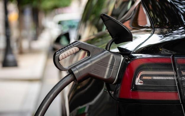 Крупным планом зарядки электромобиля