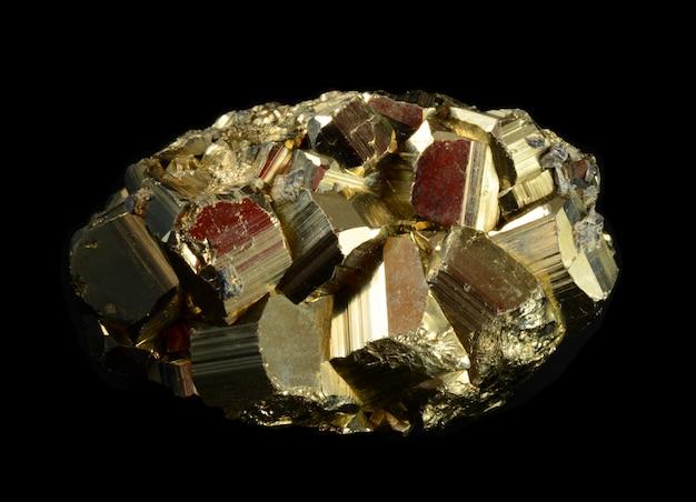 Кластер пиритовых кристаллов