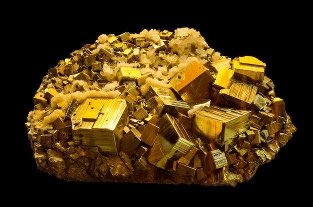 Минеральный пирит или железный пирит