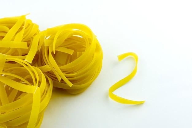 巣の形の麺